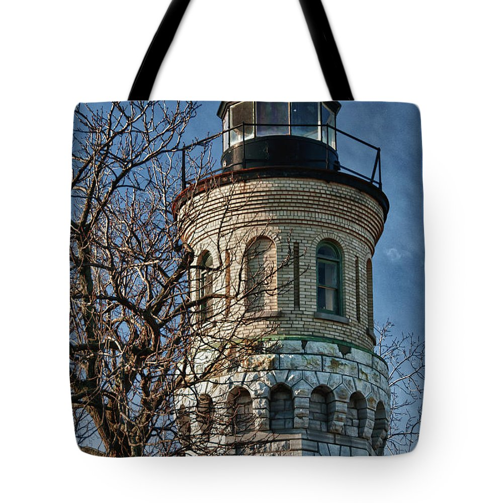 Lighthouse Tote Bag featuring the photograph Old Fort Niagara Lighthouse 4484 by Guy Whiteley