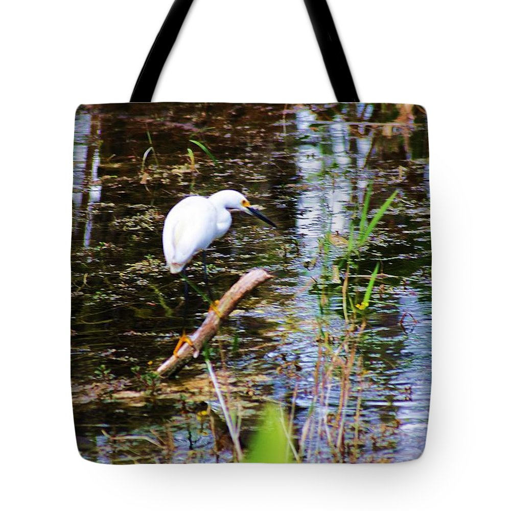 Egret Tote Bag featuring the photograph On The Edge by Chuck Hicks