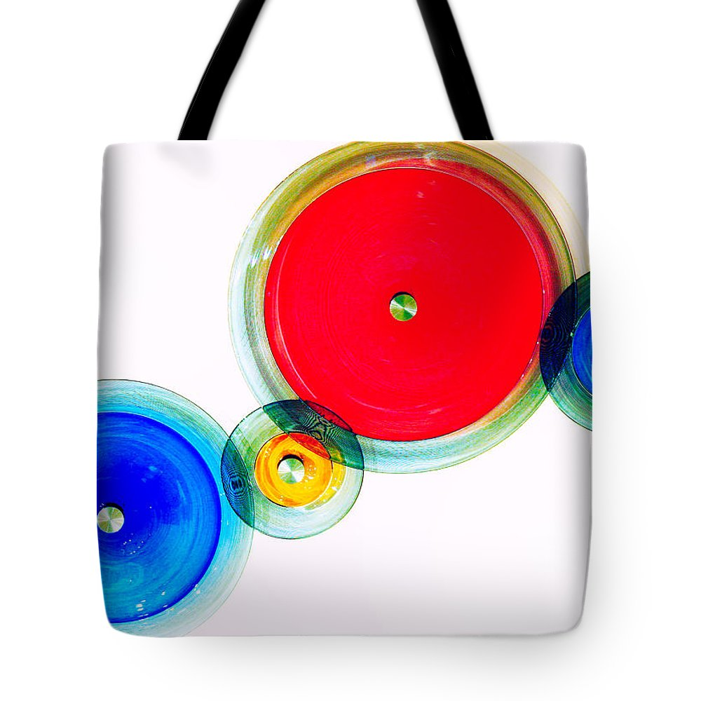 London Tote Bag featuring the photograph Oo by A Rey