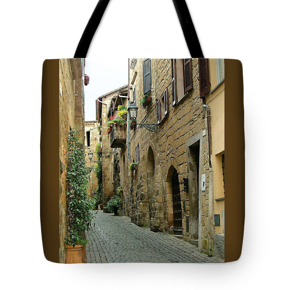 Orvieto Lane Tote Bag featuring the photograph Orvieto Lane by Ellen Henneke