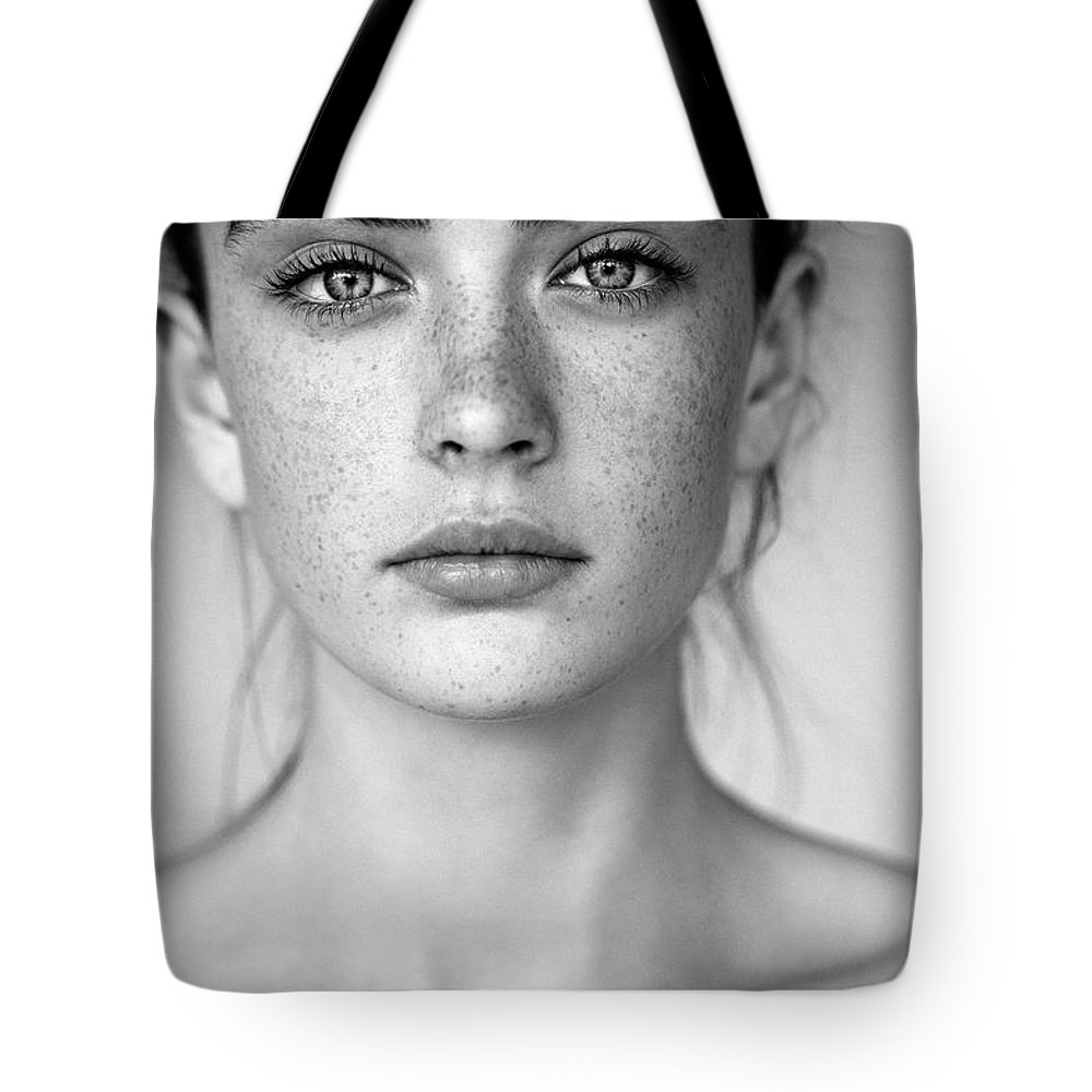 People Tote Bag featuring the photograph Outdoor Shot Of Young Beautiful Woman by Coffeeandmilk