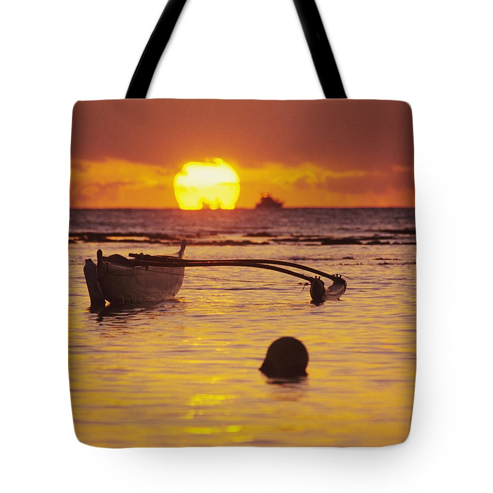 Aku Tote Bag featuring the photograph Outigger Canoe Silhouette by Joss - Printscapes