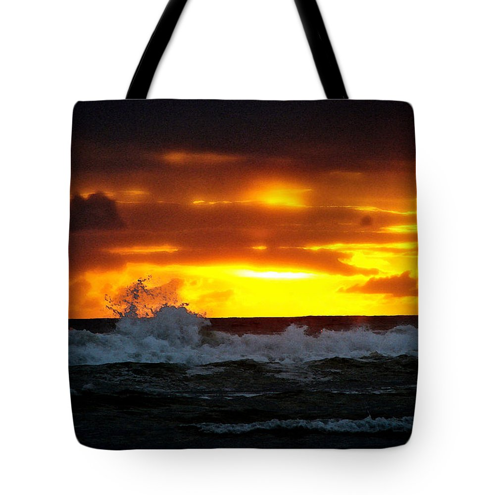Pacific Ocean Tote Bag featuring the digital art Pacific Sunset Drama by Gary Olsen-Hasek