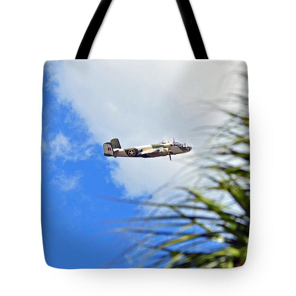 Www.vacwarbirds.org. Tote Bag featuring the photograph Palms Waving Hello by Davids Digits