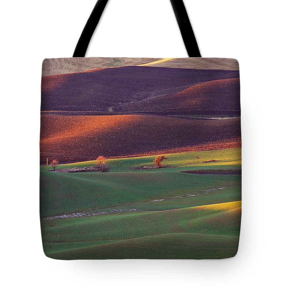 Landscape Tote Bag featuring the photograph Palouse Sunset by Bobbie Climer