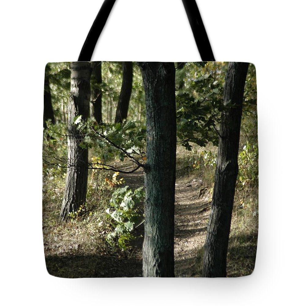 Atlanta Tote Bag featuring the photograph Path Out by Joseph Yarbrough