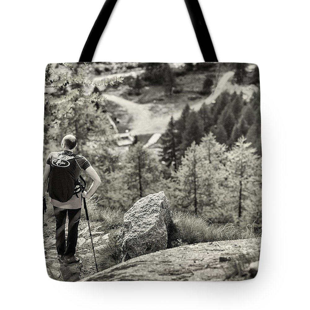 Valsavaranche Tote Bag featuring the photograph Pause After Climbing by Alfio Finocchiaro
