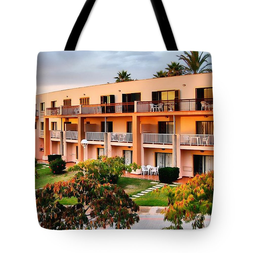 Holiday Tote Bag featuring the photograph Peachy Apartments by John Lynch