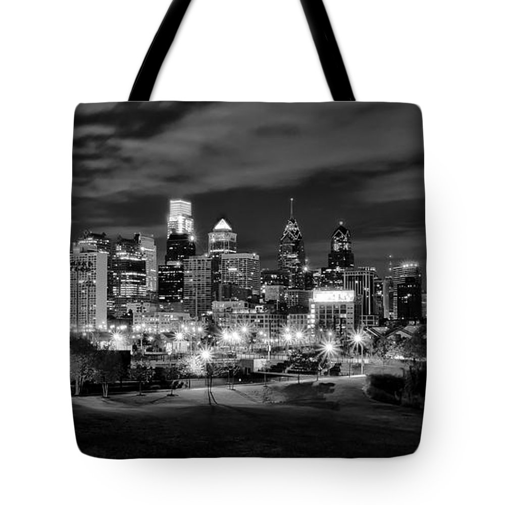 Philadelphia Tote Bag featuring the photograph Philadelphia Black And White Cityscape by Bill Cannon