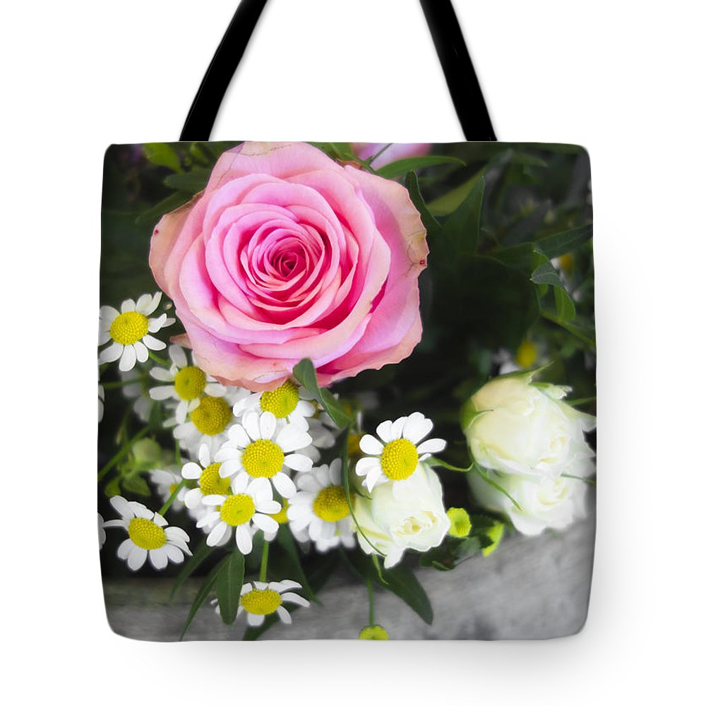 Rose Tote Bag featuring the photograph Pink Rose With Daisies by Matthias Hauser