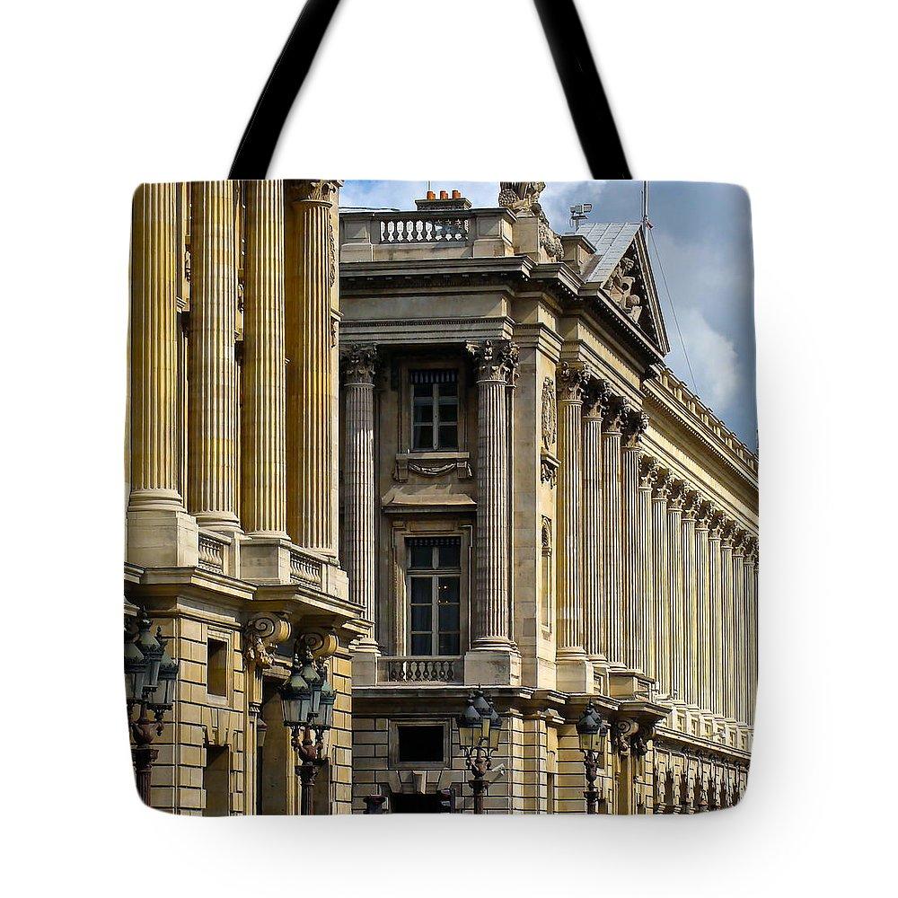 Paris Tote Bag featuring the photograph Place De La Concorde by Ira Shander
