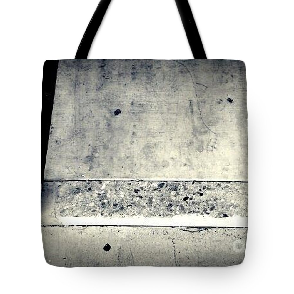Street Snapshot Tote Bag featuring the photograph Prooflessness by Fei A