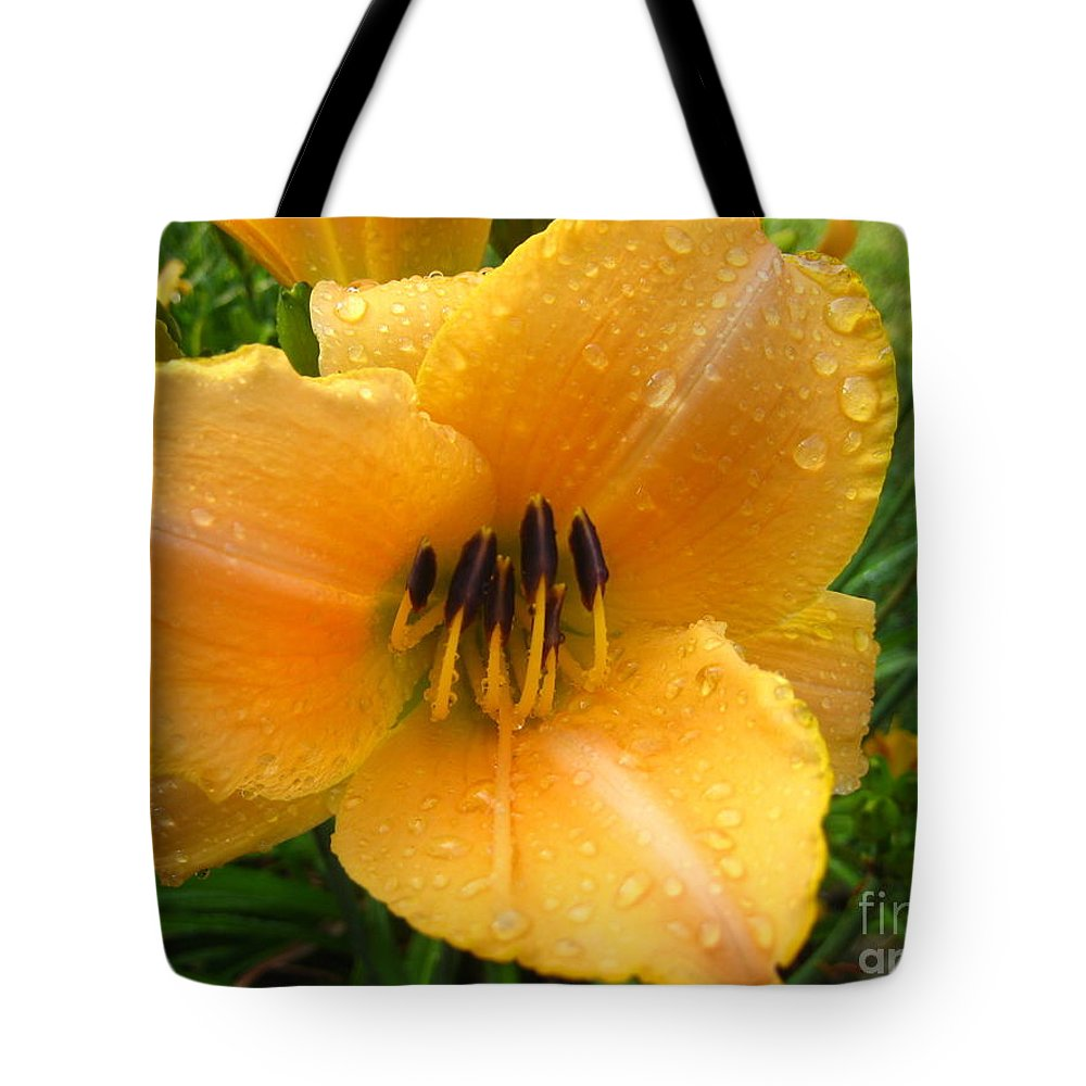 Lily Tote Bag featuring the photograph Rainy Day Lily by Jennifer E Doll