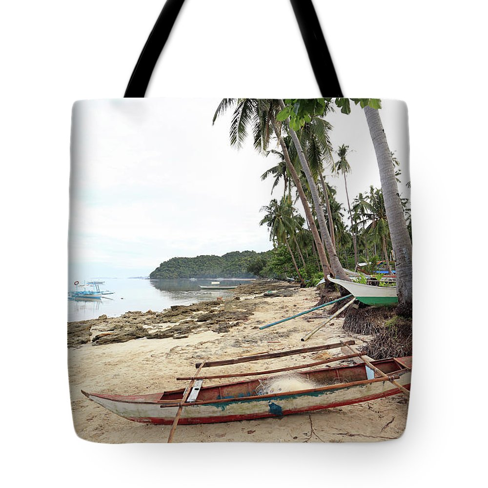 Water's Edge Tote Bag featuring the photograph Ready To Fishing by Vuk8691