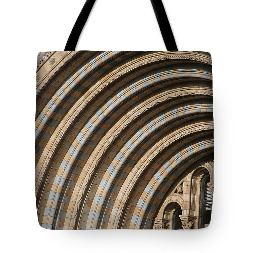 London Tote Bag featuring the photograph Reapeating Patterns by Liz Marr