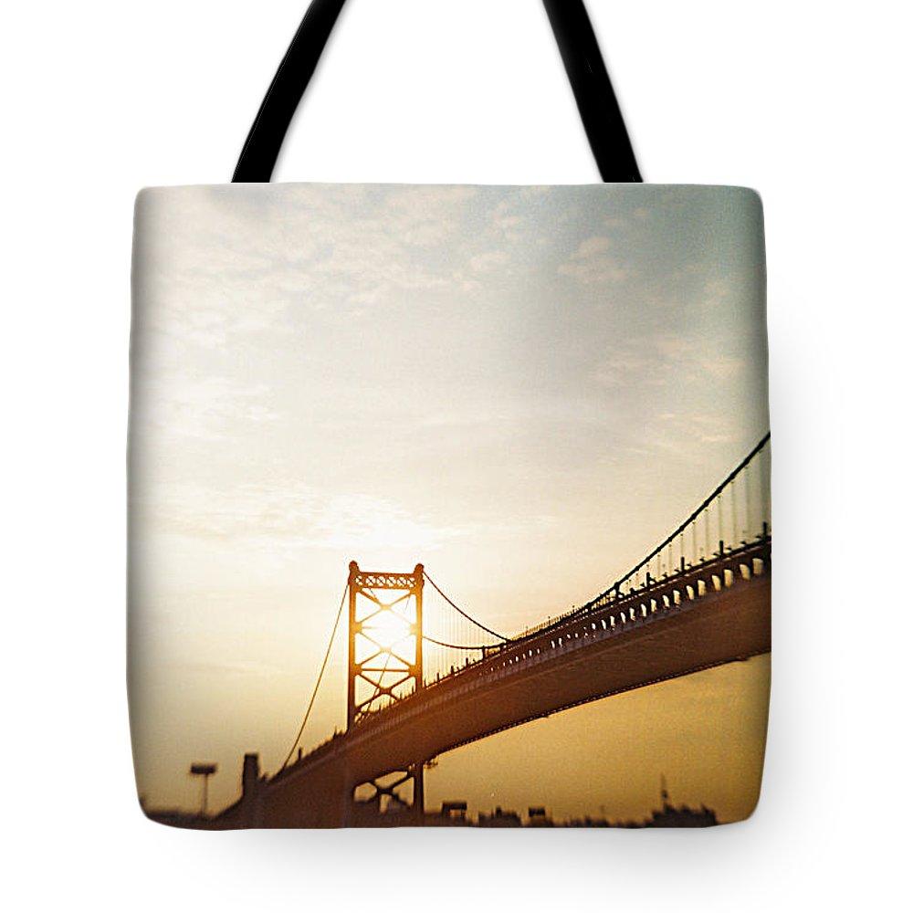 Recesky Tote Bag featuring the photograph Recesky - Benjamin Franklin Bridge 2 by Richard Reeve