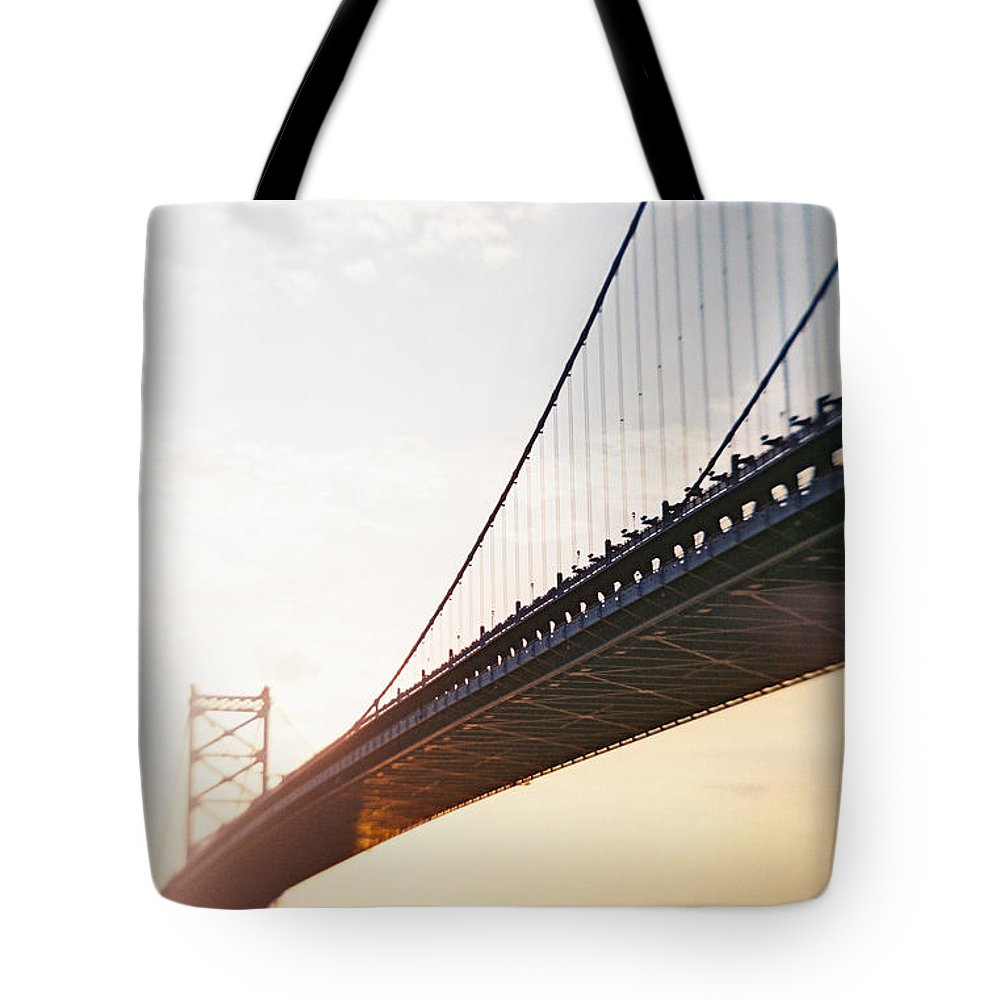 Recesky Tote Bag featuring the photograph Recesky - Benjamin Franklin Bridge 3 by Richard Reeve