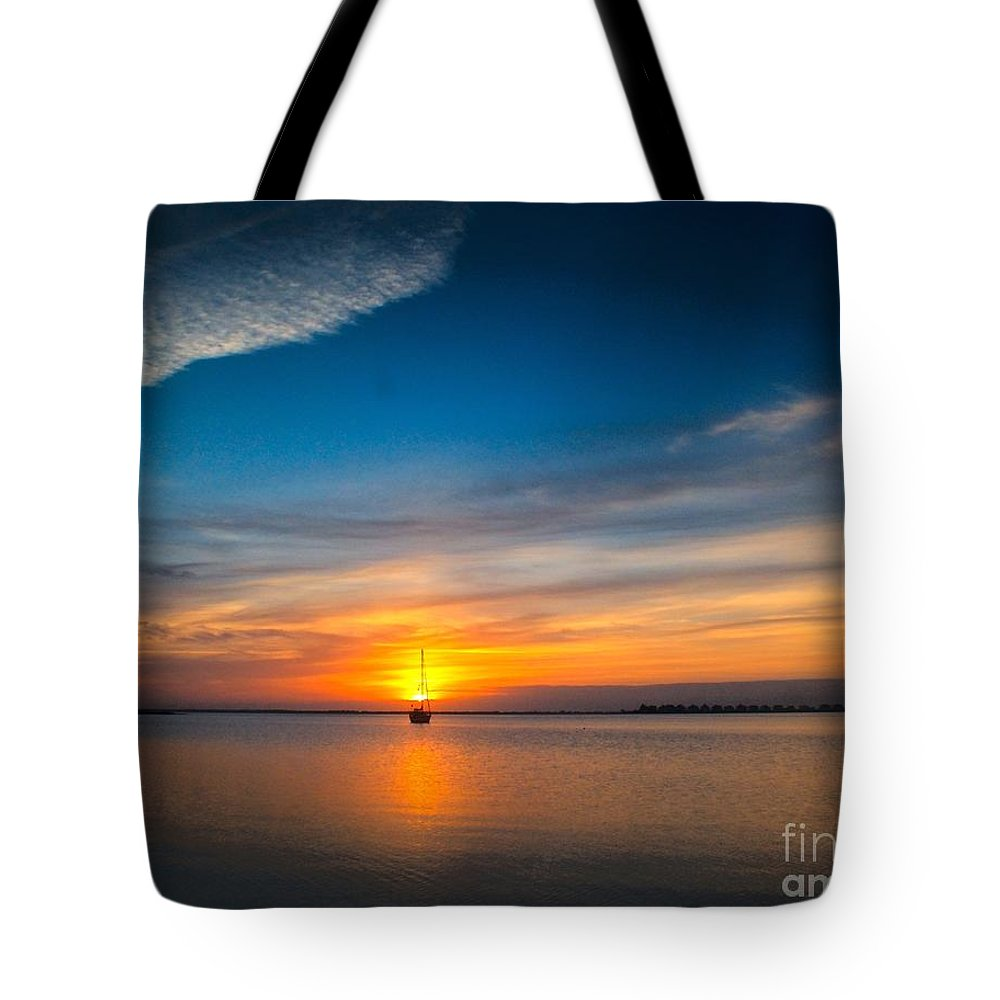 Dawn Tote Bag featuring the photograph Roanoke Dawn by Nick Zelinsky