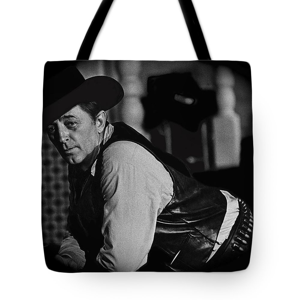 Robert Mitchum Young Billy Young Old Tucson Arizona Black And White Vignetted El Dorado Howard Hawks Christopher Mitchum Maureen O'hara Burt Kennedy Tote Bag featuring the photograph Robert Mitchum Young Billy Young Old Tucson Arizona 1968-2009 by David Lee Guss
