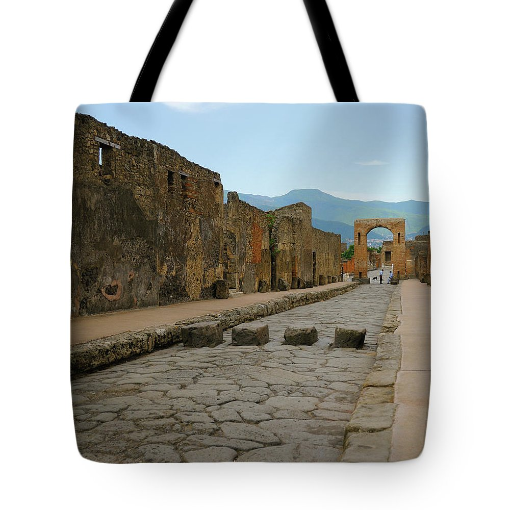 Pompeii. Italy Tote Bag featuring the photograph Roman Street In Pompeii by Alan Toepfer