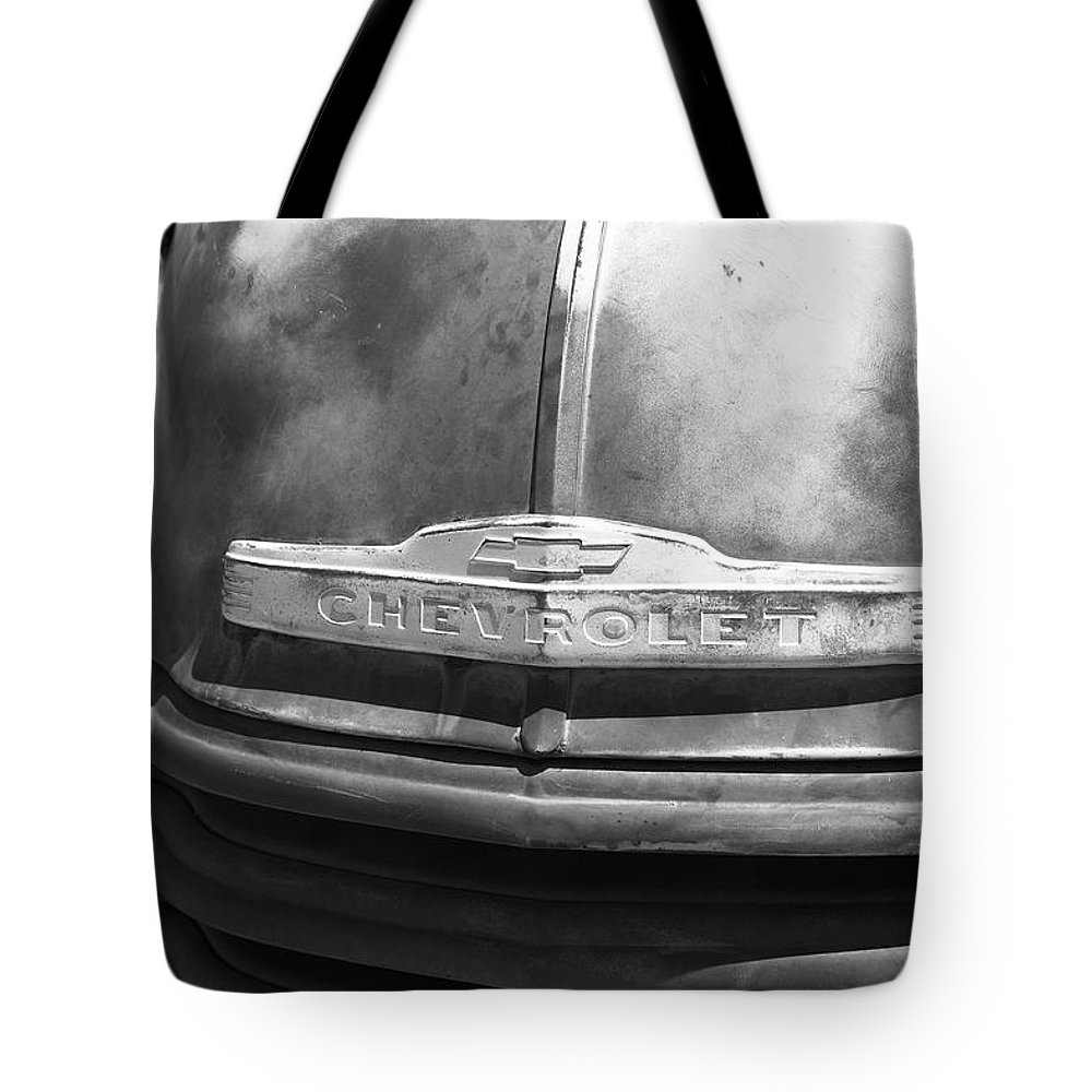 66 Tote Bag featuring the photograph Route 66 - Old Rusty Chevy by Frank Romeo