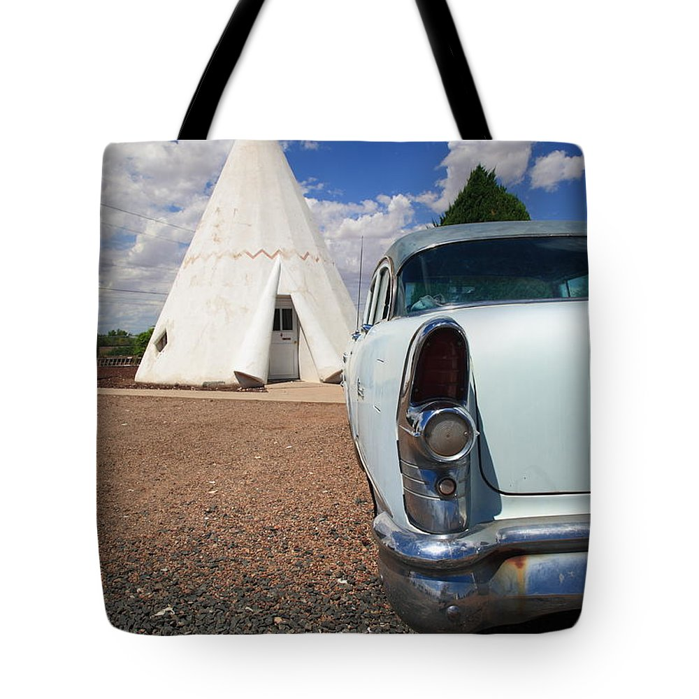 66 Tote Bag featuring the photograph Route 66 Wigwam Motel by Frank Romeo