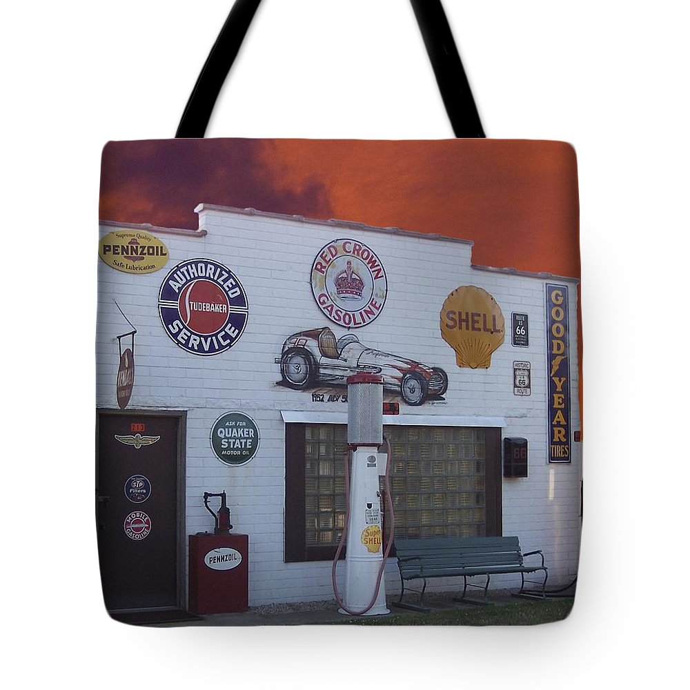 Dwight Tote Bag featuring the photograph Rt 66 Dwight Il Roadside Attraction by Thomas Woolworth