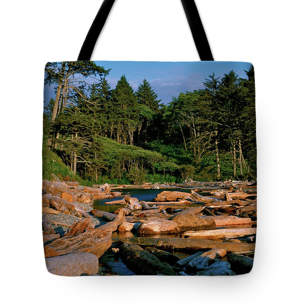 Pacific Northwest Tote Bag featuring the photograph Ruby Bay North Pacific Ocean by Ed Riche