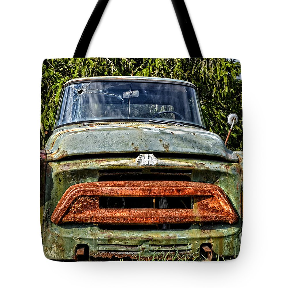 Old Cars Rusty Cars Tote Bag featuring the photograph Rusty Lip by Zbigniew Krol