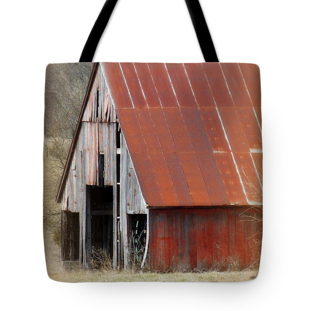 Barn Tote Bag featuring the photograph Rusty Ole Barn by Lynn Sprowl