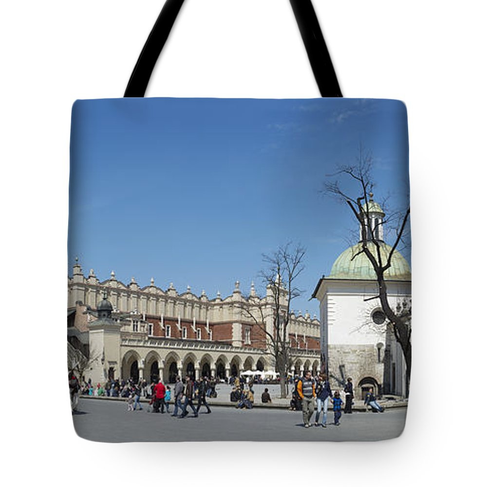 Rynek Gl�wny Tote Bag featuring the photograph Rynek Glowny Krakow by Robert Lacy