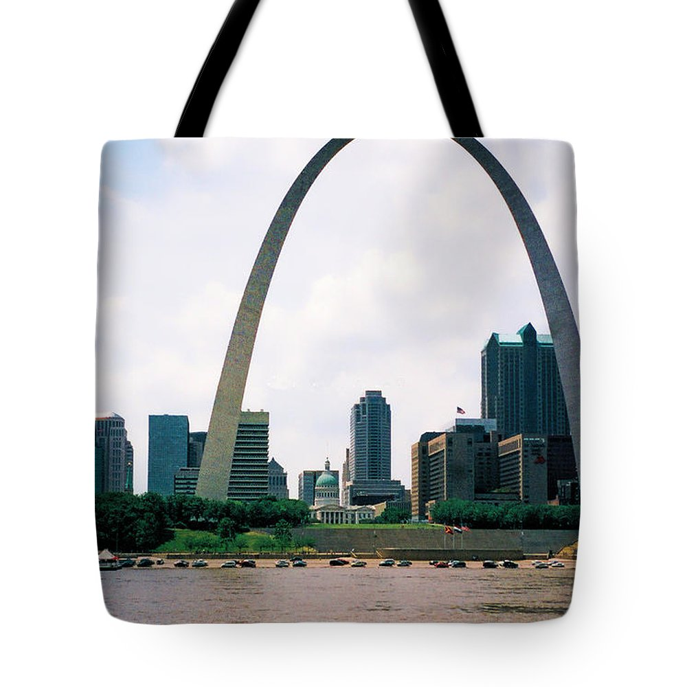 Gateway Arch Tote Bag featuring the photograph Saint Louis Arch by Tommy Anderson