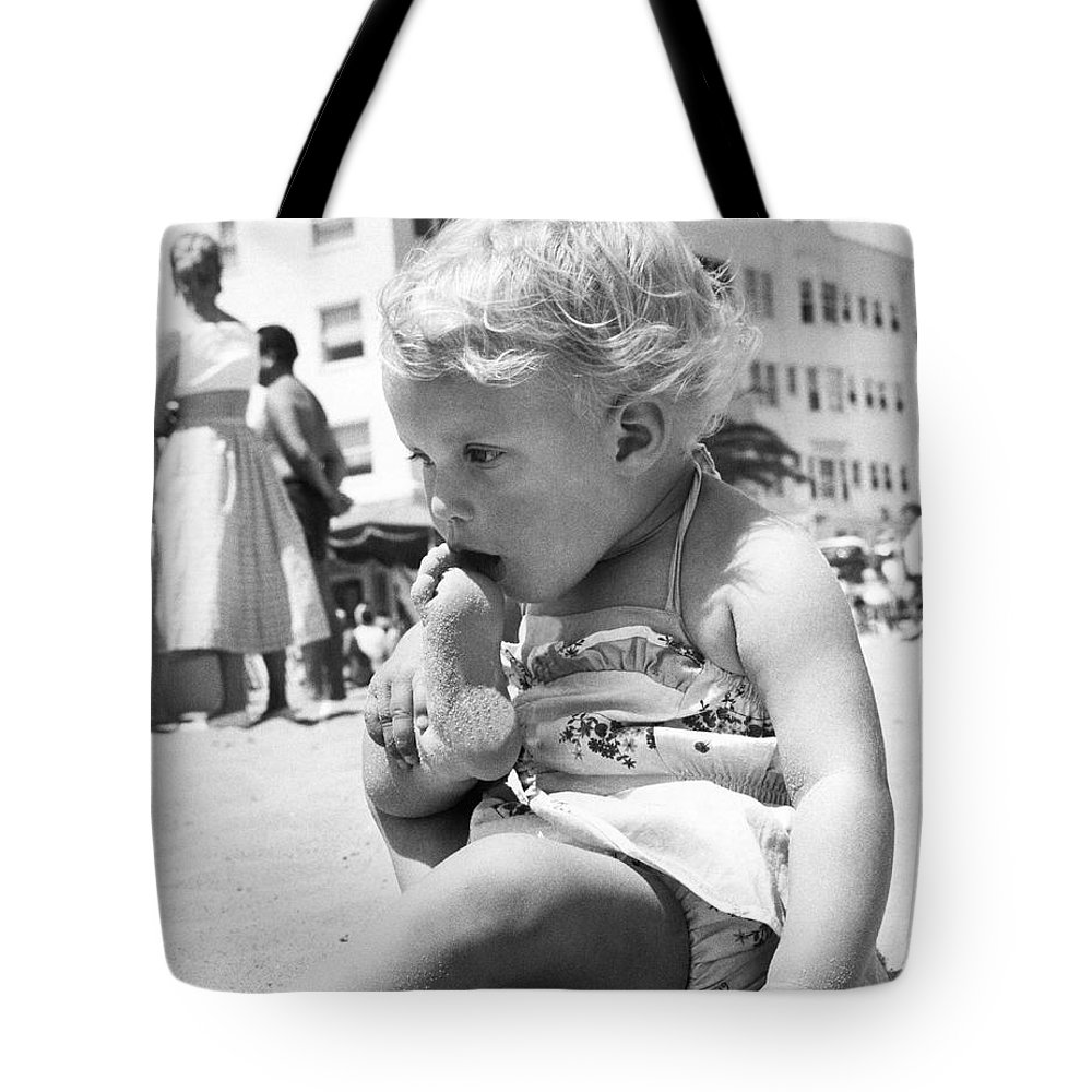 1 Person Tote Bag featuring the photograph Sandy Toes For Lunch by Underwood Archives