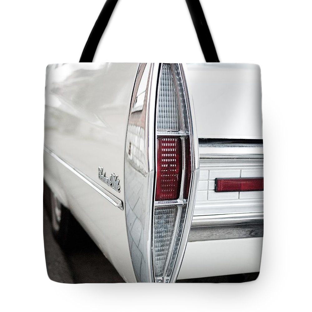 Cadillac Tote Bag featuring the photograph Sedan De Ville by Brothers Beerens