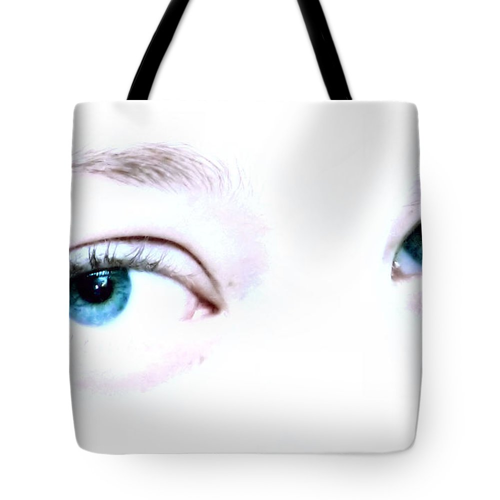 Eye Tote Bag featuring the photograph She Knows by Rory Sagner