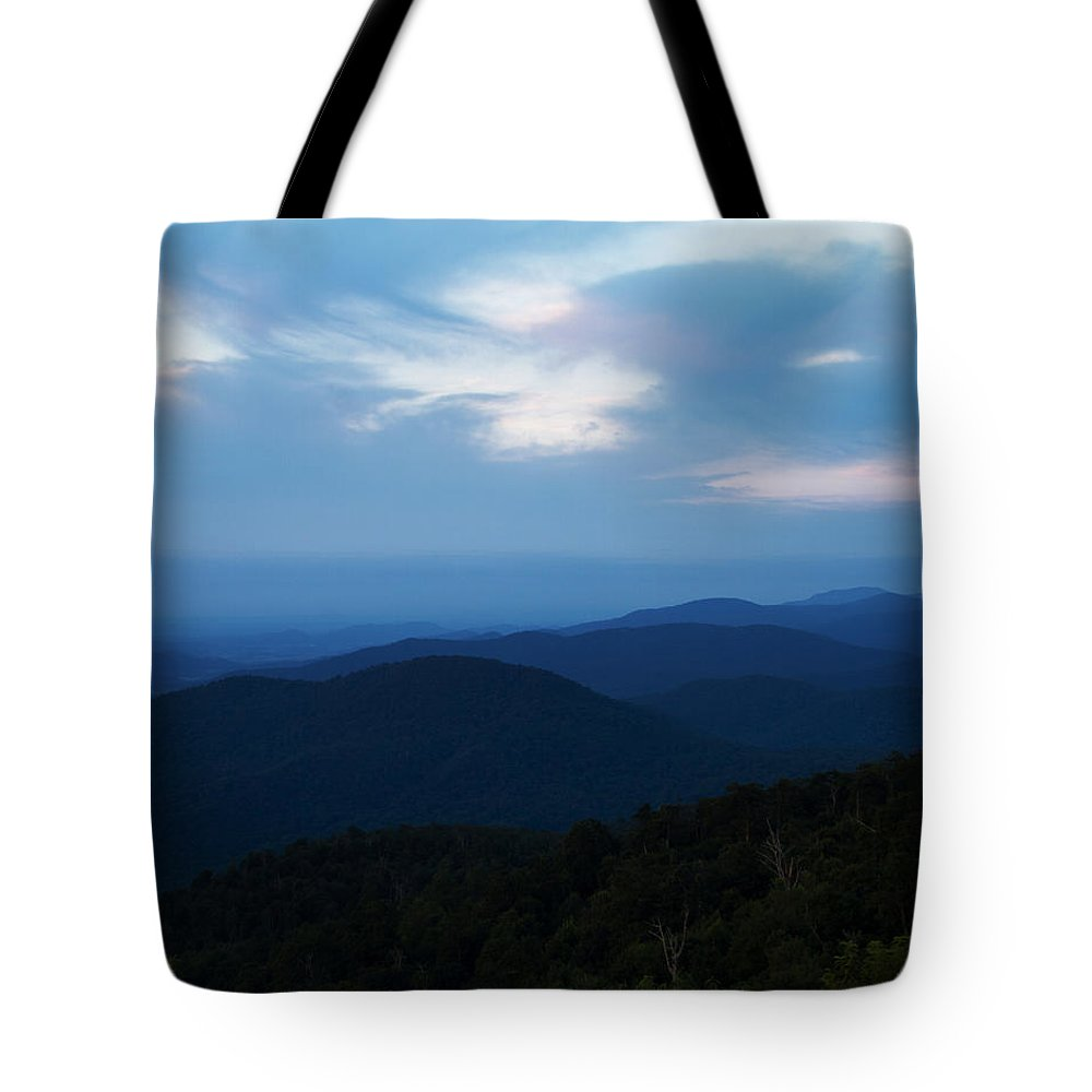 Blue Ridge Tote Bag featuring the photograph Shenandoah Valley Sunrise by Guy Shultz