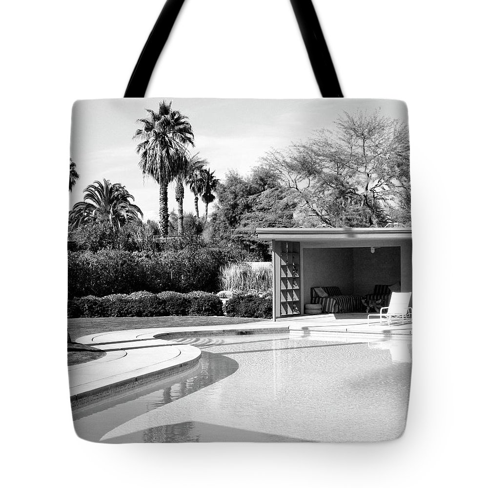 Sinatra House Tote Bag featuring the photograph Sinatra Pool And Cabana Bw Palm Springs by William Dey