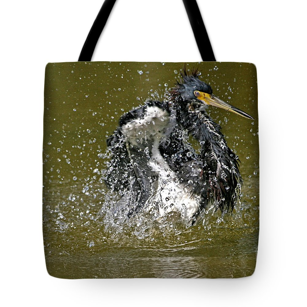Birds Tote Bag featuring the photograph So Refreshing by Richard Gripp