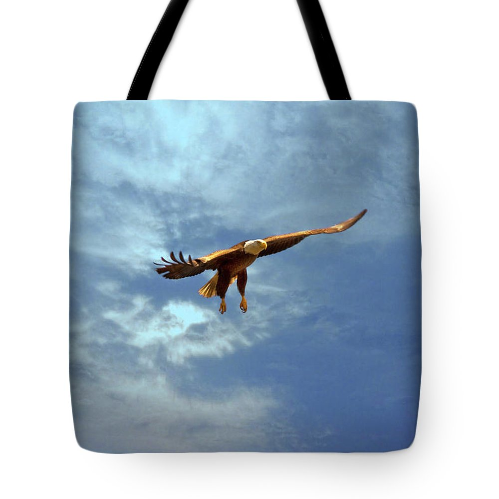 Eagle Tote Bag featuring the photograph Soaring by Scott Pellegrin