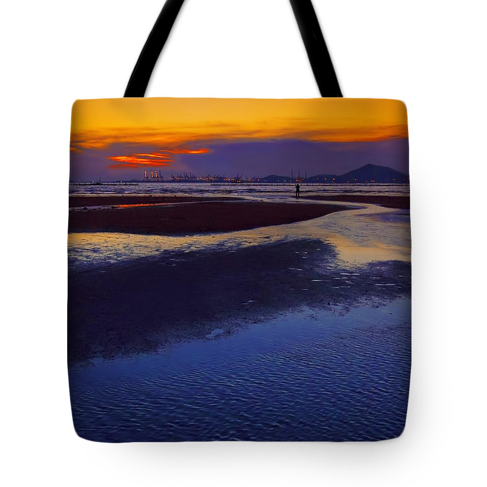 Hong Kong Tote Bag featuring the photograph Solitude by Midori Chan