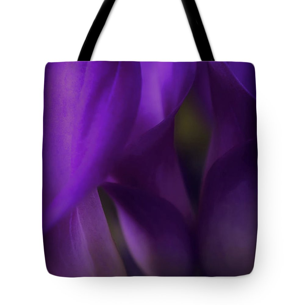 Floral Tote Bag featuring the photograph Sound Of Silence by Darlene Kwiatkowski