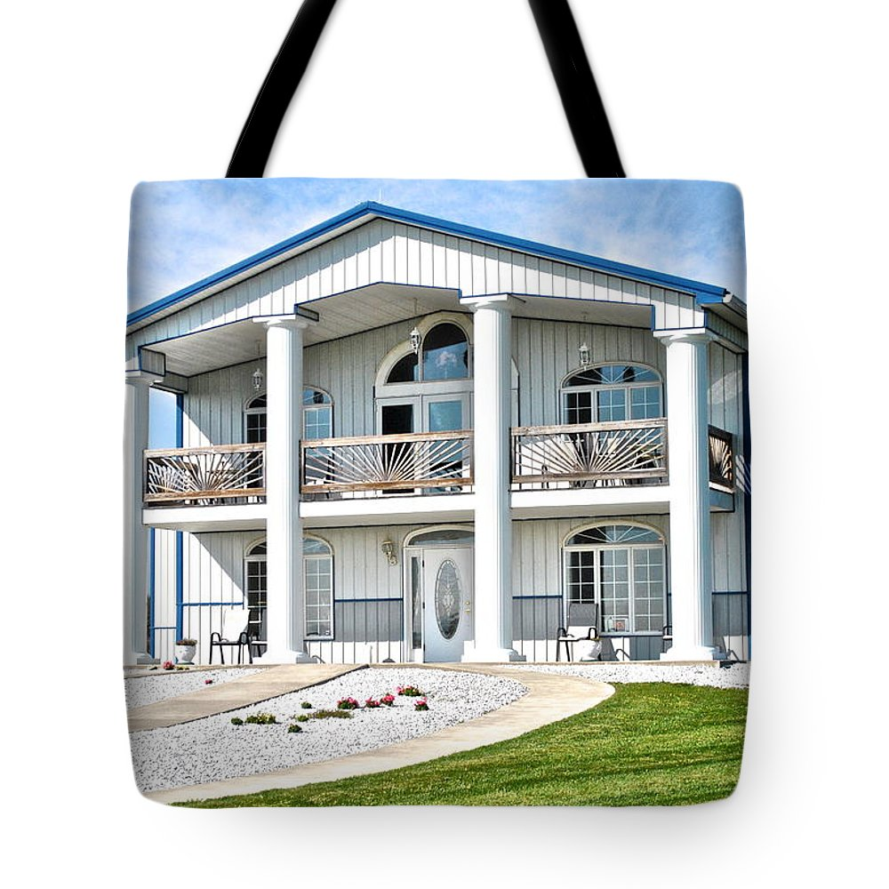Finger Tote Bag featuring the photograph South Carolina Feel In New York by Frozen in Time Fine Art Photography