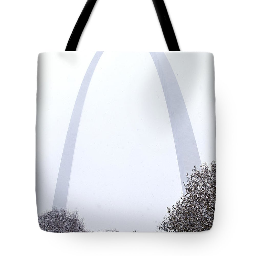 St Louis Tote Bag featuring the photograph Snowing At The Arch by Garry McMichael