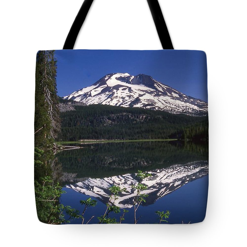 Sparks Lake Tote Bag featuring the photograph Sparks Lake Reflection by Terry Dorvinen
