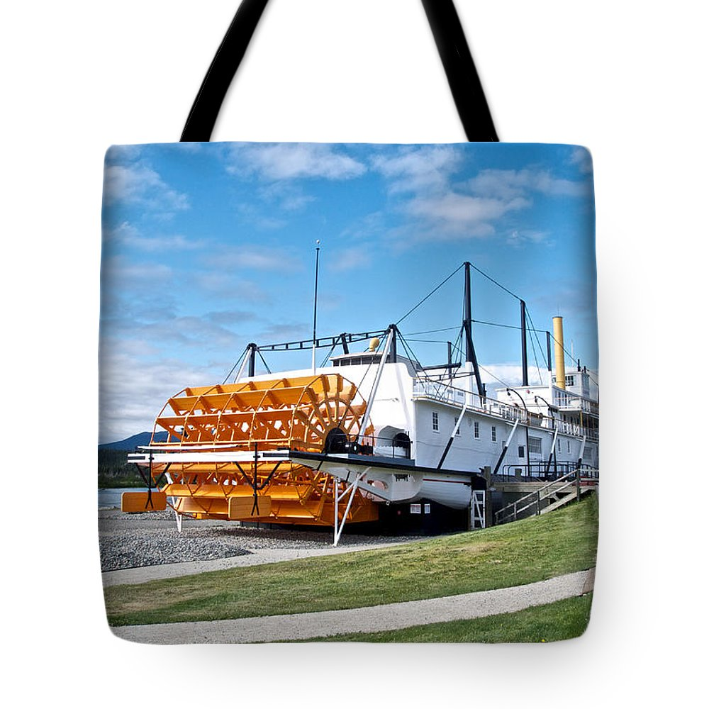 S.s. Klondike Sternwheeler Tote Bag featuring the photograph Ss Klondike Sternwheeler From Stern On The Yukon River In Whitehorse-yk by Ruth Hager