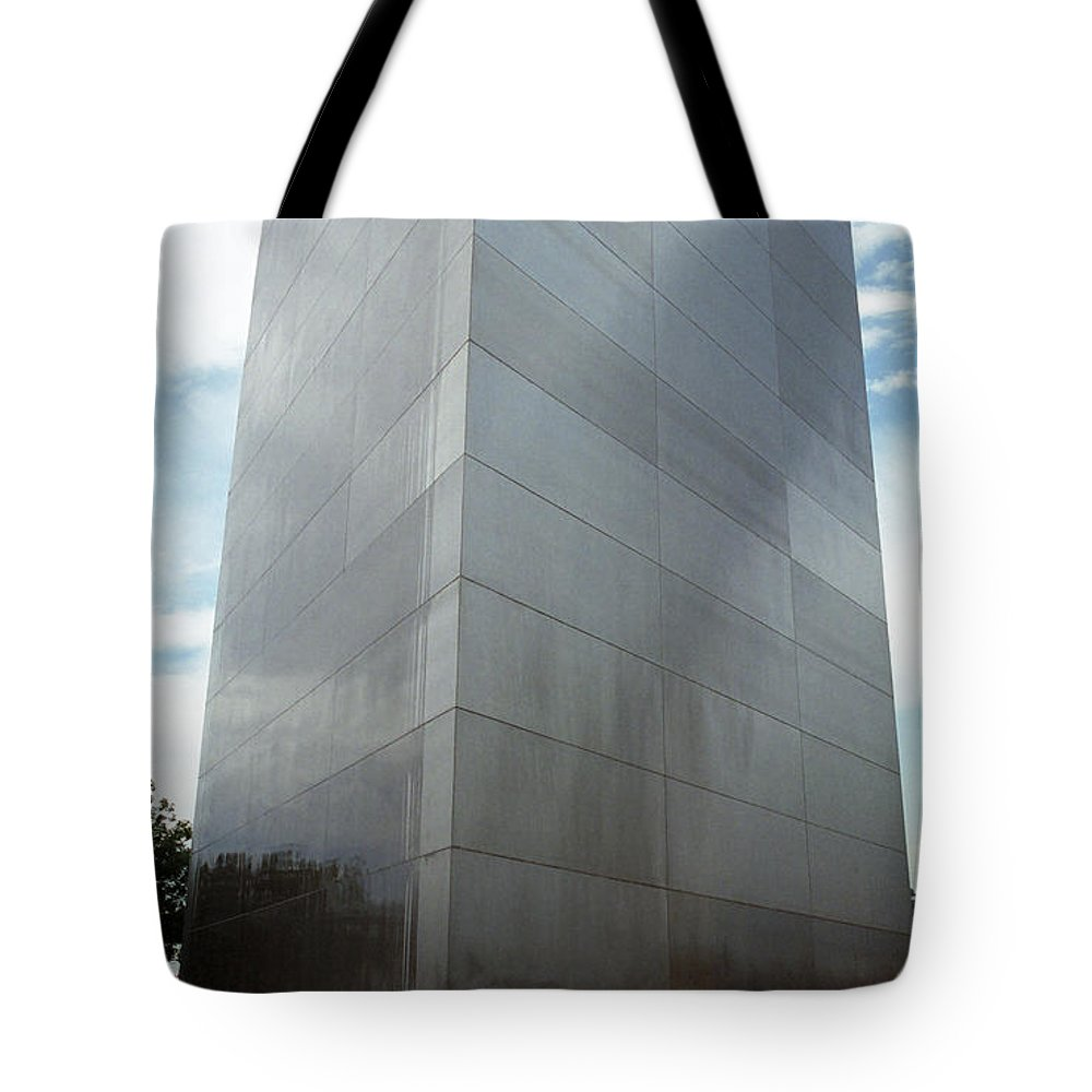 66 Tote Bag featuring the photograph St. Louis - Gateway Arch 5 by Frank Romeo