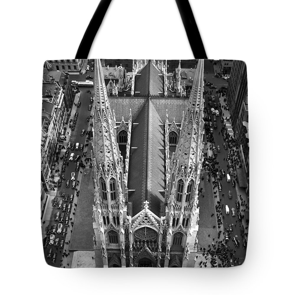 1937 Tote Bag featuring the photograph St. Patrick's Cathedral by Underwood Archives