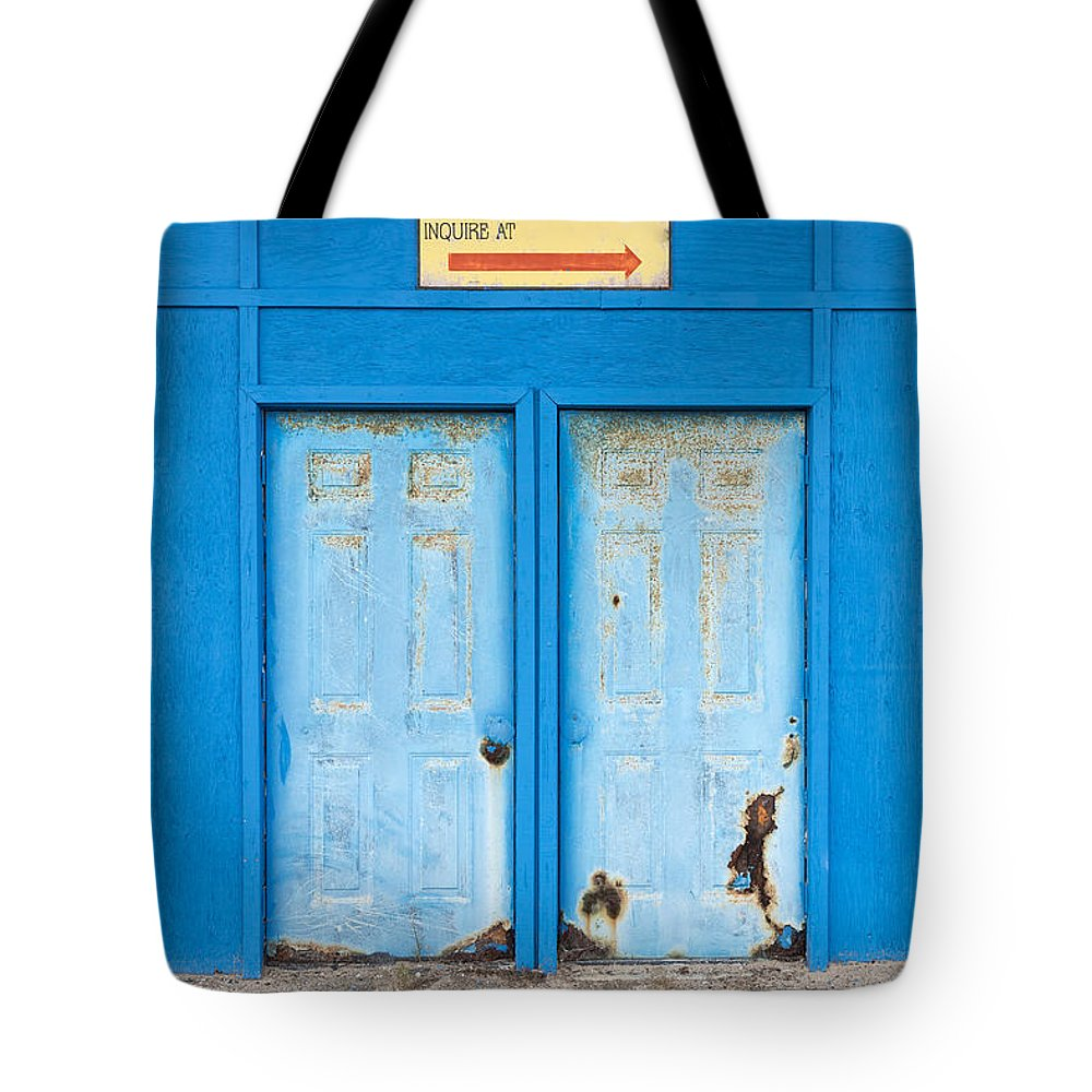 New Hamphire Tote Bag featuring the photograph Stores For Rent Salsibury Beach Ma by Edward Fielding