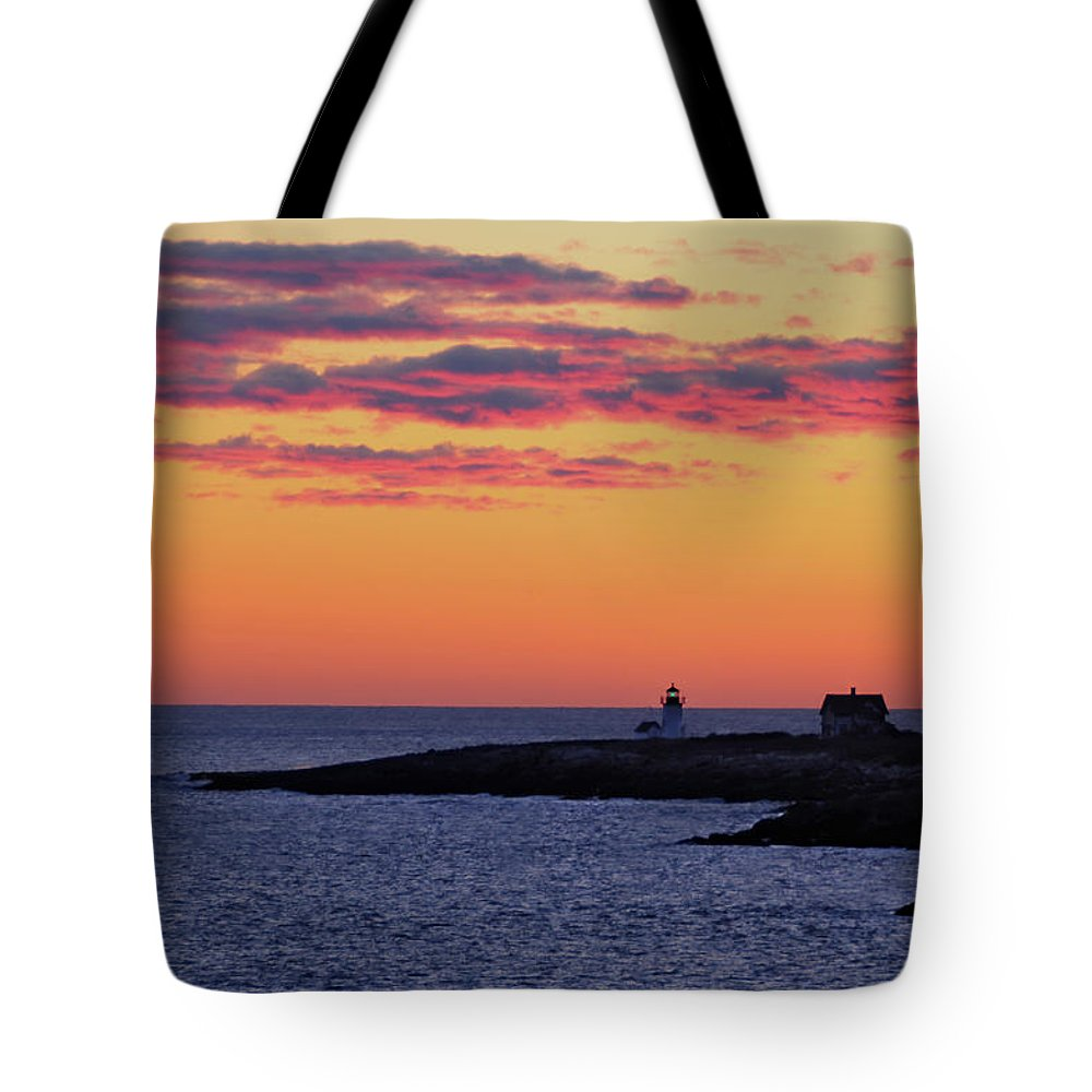 Straitsmouth Lighthouse Tote Bag featuring the photograph Straitsmouth Lighthouse Sunrise by Liz Mackney