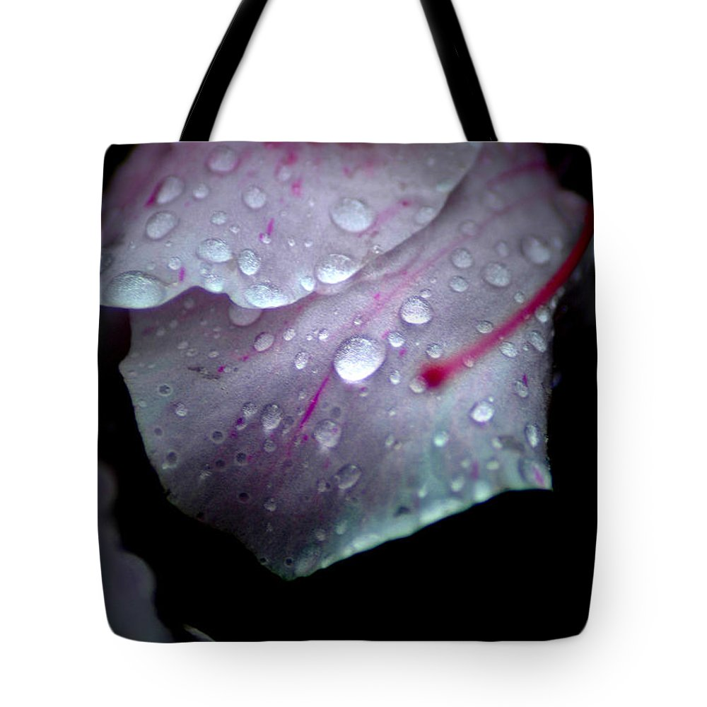 Flower Tote Bag featuring the photograph Summer Rain In Georgia by David Weeks